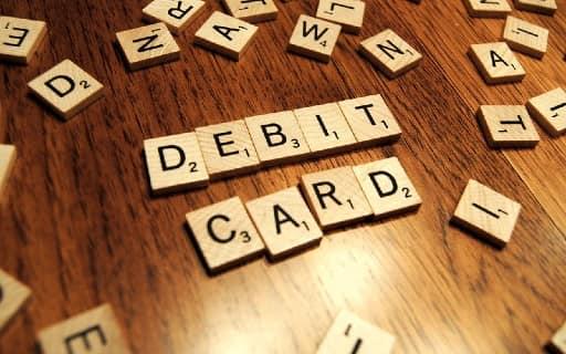 デビットカードでの入金は可能か